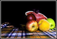 Bodegon (Felix Cifuentes) Tags: apple table manzana peach fruta uva mesa sandia bodegon melocoton