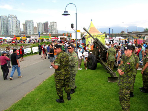 Canadian Forces Recruiting. 2010 Rio Tinto Alcan Dragon Boat Festival und Rennen in Vancouver Southeast Falsecreek Waters