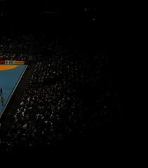 Beobachter (kaiser_t) Tags: kln arena kai dsseldorf handball publikum kaisert tribne spielfeld halbdunkel gummersabch