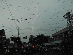 雷電交加颱風前夕