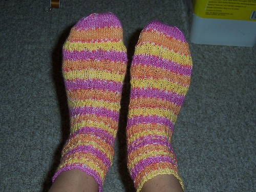 undulating Ribbed Socks