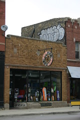 WYSE above Quimby's Books, Chicago (fotoflow / Oscar Arriola) Tags: chicago wicker park wickerpark street art wyse graff graffiti chicagograffiti d30 quimbys books book store bookstore shop chris ware sign signs signage handpainted artwork design comics comic comix artist