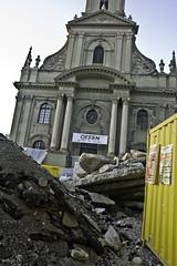 Die Baustelle blockiert den Haupteingang der Heiliggeistkirche