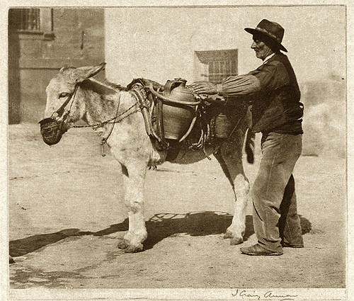 Aguador en Toledo. Foto del escocés James Craig Annan en 1914. The Metropolitan Museum of Art, New York