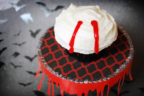 edward cullen vampire cupcake stand 2
