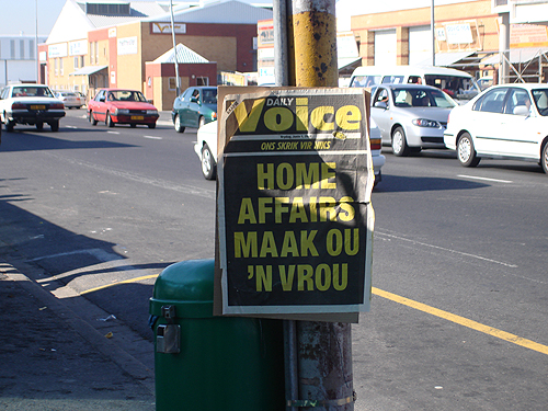 Headline Poster: Daily Voice - Home Affairs Maak Ou 'n Vrou (Friday 1 June 2007)