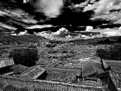 Lijiang roofs, Yunnan, China (Eric Lafforgue) Tags: china sky asia chinese hasselblad asie  yunnan kina chin cina lijiang chine xina   peoplesrepublicofchina  zhongguo tiongkok  chiny  kna in h3d lafforgue  ericlafforgue  trungquc na   kitajska tsina  wwwericlafforguecom