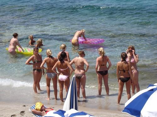 13 Beach Bikini Beauties