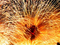 Sparkles (Stranju) Tags: woman roma fire donna or vivid explore flame bella fuego topf150 sparks topv3333 spark soe luce fuoco bellezza spettacolo ragazza fiamma fiamme strisce scintille femmina giocolieri explored shieldofexcellence flickrhearts nottebianca2007 maperfarepiudi50visitedevomettereperforzadeiculi