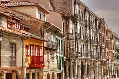 Avils - Calle San Francisco (marathoniano) Tags: street city travel espaa architecture landscape calle spain arquitectura village asturias espagne barrio casco avils asturies marathoniano