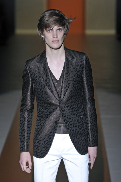 Axel Gillot3018_SS11_Milan_Gucci(first VIEW)