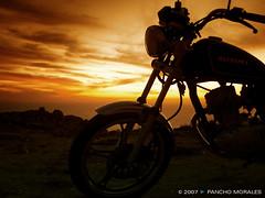 (franciscoenrique) Tags: sunset sea sol contraluz atardecer coquimbo mar nubes moto suzuki rocas motocicleta pampilla
