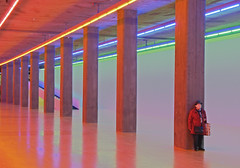 Dan Flavin Untitled (For Ksenia) #4 (yushimoto_02 [christian]) Tags: people art museum architecture canon germany munich mnchen geotagged person persona lights europe neon bellasartes arte contemporaryart kunst exhibition architektur museo hdr ausstellung exposicion danflavin pinakothek architectura kunsthalle lenbachhaus kunstbau exhibicion schneknste bellaarte schoenekuenste