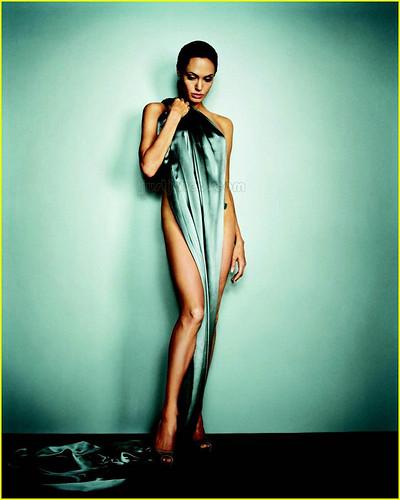 angelina-jolie-esquire-june-2007-03
