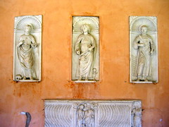rome.san giovanni in laterano 5 (kexi) Tags: old italy orange white rome church architecture ancient catholic basilica details july figures sculptures sangiovanniinlaterano