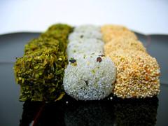 dango (aloalo*) Tags: food seaweed japanese kyoto searchthebest sweet seed mochi dango teatime ricecake theperfectphotographer