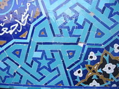 Day 3: Yazd - Jameh Mosque (entrance) (birdfarm) Tags: iran patterns mosque tiles badge ایران yazd tilework یزد fridaymosque jamemosque jamehmosque مسجدجامع مسجدجامعیزد persiantiles