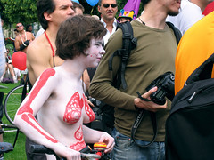 Naked bike ride in Paris (Chris Kutschera) Tags: paris france manifestation 2007 cycliste reuilly protestation wnbr cyclonue cyclonudiste