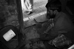 DSC_1056 (Tanja on flikr) Tags: 2005 bw india tea rickshaw kolkata washing puller westbengal black38white