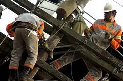 (Robvini) Tags: luz digital postes nikon eletricidade rede fios trabalho obras gramado trabalhadores d2hs fiao recuperao eltrica reparos
