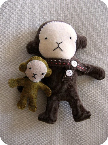 big monkey and little monkey are friends