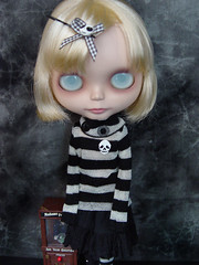 Clara (Ragazza*) Tags: haircut doll stripes blonde fortuneteller airbrush sbl svb squeakymonkey customblythe momolita blythestudio circusgirl spookysweet
