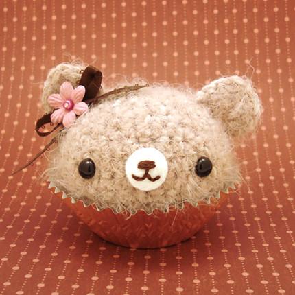 Adorable Crocheted Dog Cupcake [FREE Crochet Pattern] | 430x430