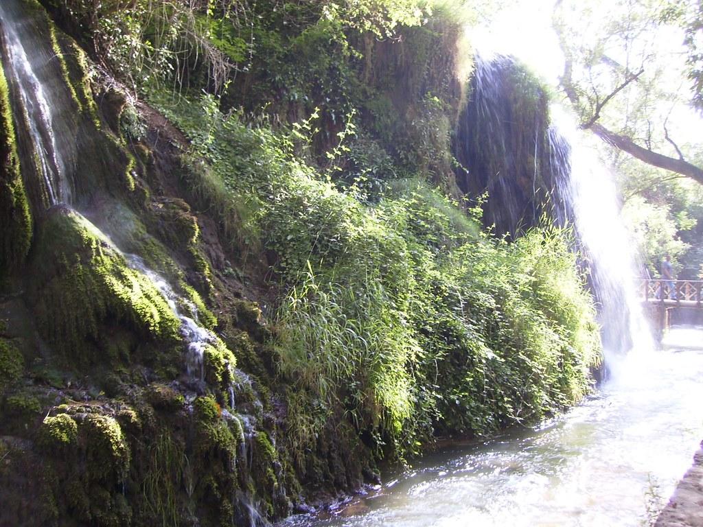 Cascadas y saltos de agua en el Parque Natural del Monasterio de Piedra