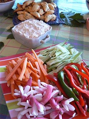 légumes du marché et tartinade de thon, chèvre et anchois.jpg