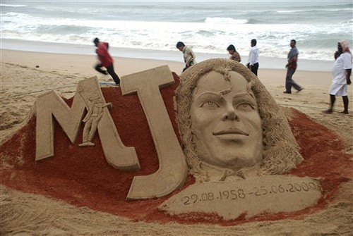 Michael Jackson sand tribute