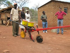 No-till, animal-traction direct seeder for conservation agriculture in Zimbabwe (CIMMYT) Tags: africa ca man technology african farming equipment demonstration machinery impact zimbabwe brazilian farmer extension diffusion agriculture ac planter showing partnership partner collaboration hombre adoption difusin equipo africano tecnologa demonstrating asociacin southernafrica impacto agricultura labranza brasileo zimbabue promoter frica seeddrill agricultor zimbabwean mostrando seeder colaborador mechanization demostracin colaboracin dissemination smallscale subsaharanafrica collaborator productor extensin sembradora adopcin asociado smallholder promotor demostrando animaltraction cimmyt traccinanimal mechanisation pequeaescala maquinara conservationagriculture fricasubsahariana zerotillage zimbabuense mecanizacin agriculturadeconservacin fricaaustral minifundista labranzacero mashonalandcentral