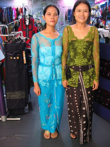 Balinese girls in sarong and kebaya