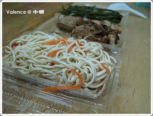 中壢永川牛肉麵_一盒一盒裝好的小菜