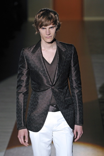 Anthon Wellsjo3043_SS11_Milan_Gucci(first VIEW)