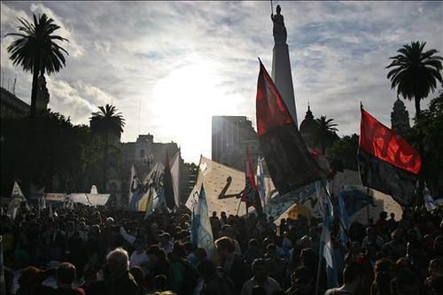 Miles de Personas Asistieron al Velatorio en La Casa Rosada (7)