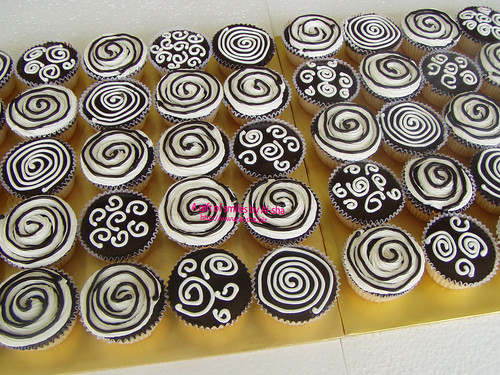 'Black & White' Theme Cupcakes