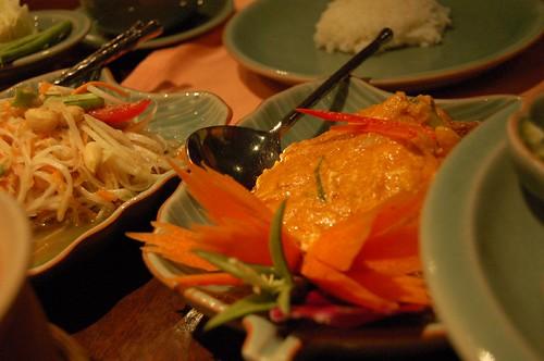 Poo Phap Pong Curry と パパイヤサラダ