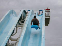 AQUALAND 2007 (Glazgow) Tags: park blue france water jumping rugby slide players mad flume canet perpignan brainless aqualand stcipryen