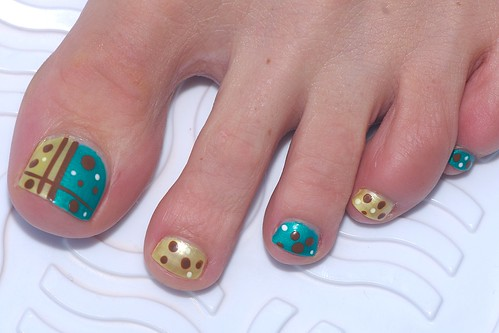 Gold nails with black dots nail polish nailart designs gallery, toe nail art