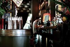 The Three Stags (±Serenella) Tags: boy london bar canon lunch glasses interior londra lambeth barman 400d canon400d