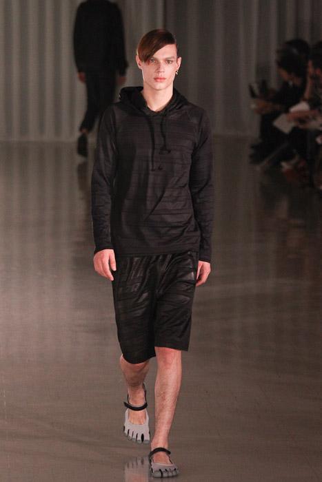 SS11_Tokyo_MOLFIC004_Chris Tanner(Fashionsnap)