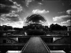 La Geode. Paris. La Villette (jpmiss) Tags: blackandwhite paris building architecture clouds buildings mirror nuages geode reflexion reflets hdr bwhdr hdrenfrancais jpmiss
