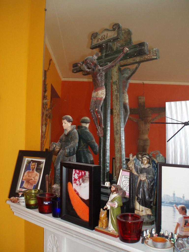 CHEZ ADDA living room FIREPLACE MANTEL