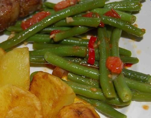 boontjes en gebakken aardappeltjes