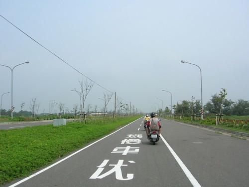 台南遊-機車優先的道路