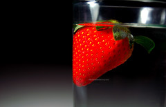 (carolt.) Tags: food water colors gua fruit cores strawberry object comida fruta morango copo objeto aplusphoto