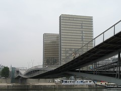 Simone-de-Beauvoir Footbridge (Paolo Rosa) Tags: city paris france de europa europe simone footbridge library national bibliothque francia citt parigi perrault nationale beauvoir mitterand feichtinger