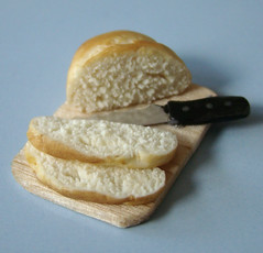 Miniature Bread Being cut (PetitPlat - Stephanie Kilgast) Tags: bread miniatures pain handmade knife polymerclay fimo clay slice 112 minis dollhouse dollshouse tranche miniaturefood puppenhaus miniaturen oneinchscale petitplat patepolymre