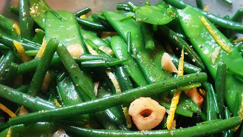Green bean, mangetout & hazelnut salad | The GrubwormThe Grubworm