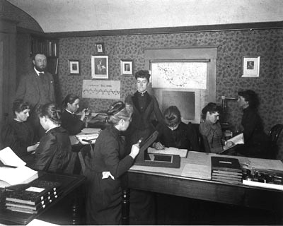 Pickering and his computers: Antonia Maury, back to camera, Wilhelmina Fleming, center, Annie J. Cannon, far right. (Harvard College Observatory)